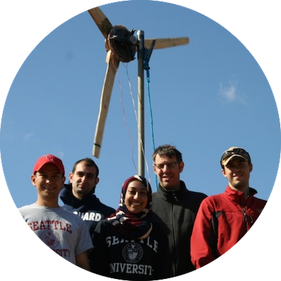 photo of a group of SU students in front of a wind turbine