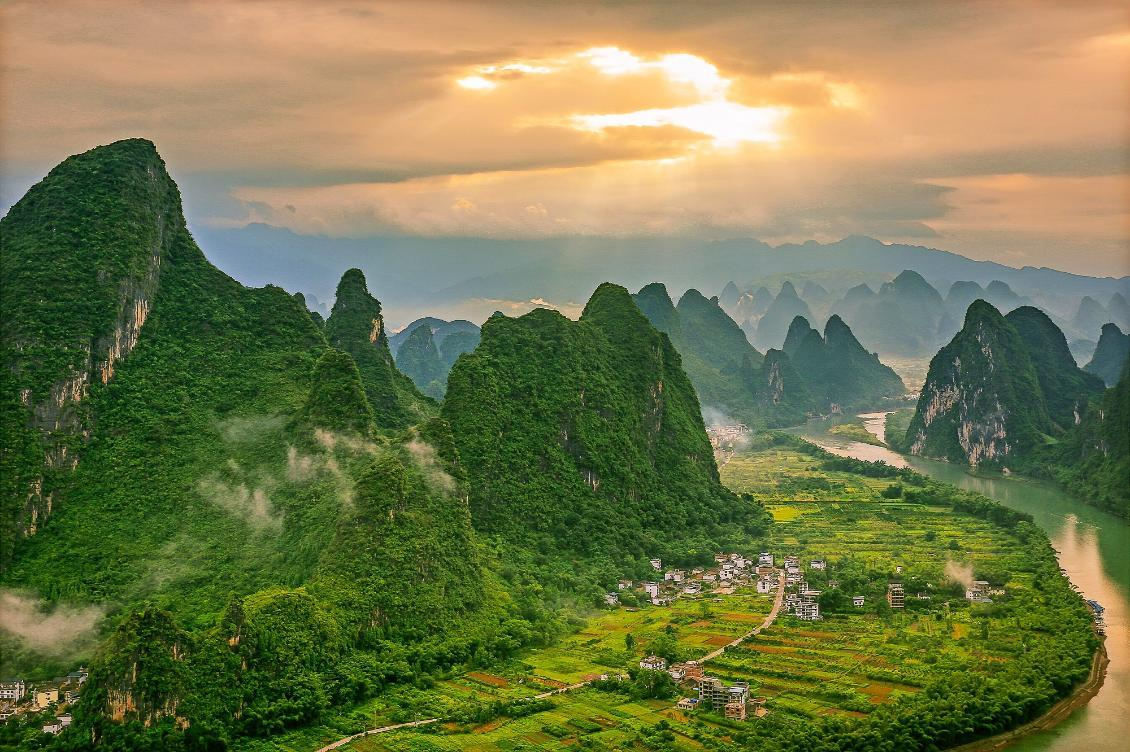 Photo of landscape by Kirk Nielsen; First Light on the Lijiang (Guilin, Guangxi, China); China Study Tour