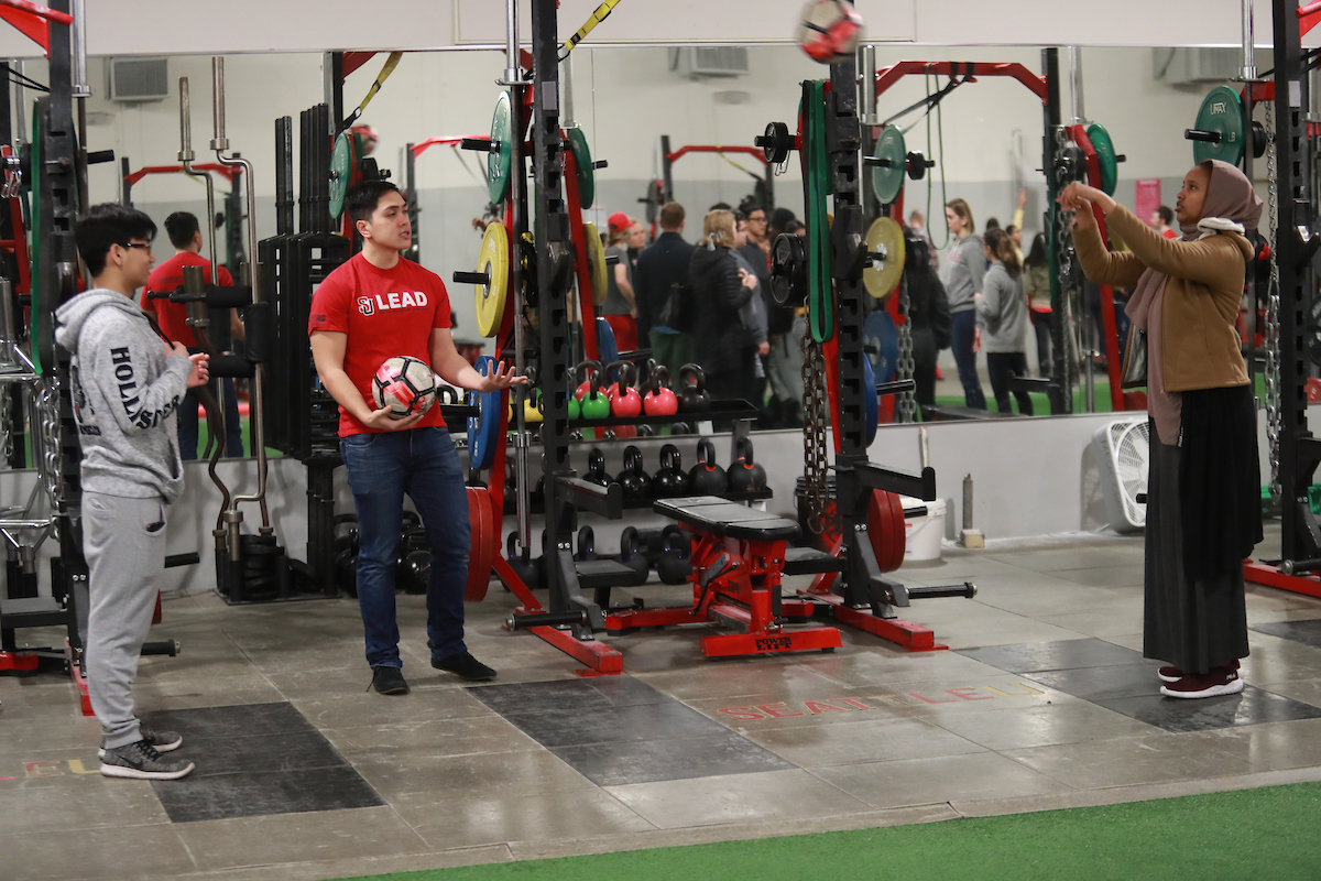 Seattle U and high school students participate in demonstrations at 2019 Kinesiology Biomechanics Fair