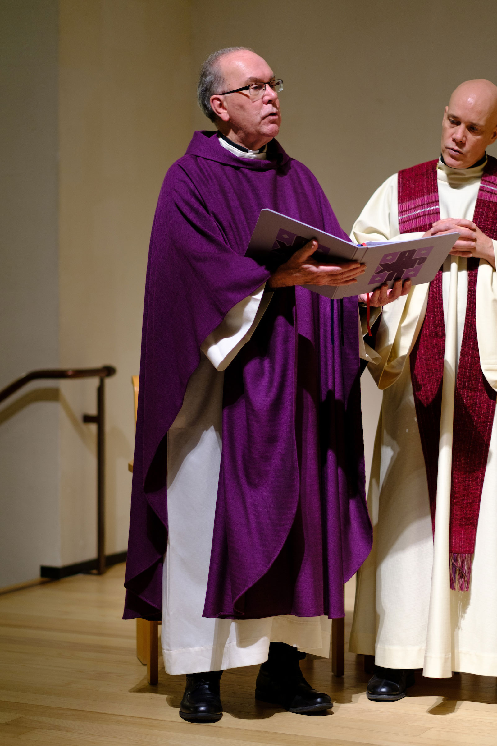 Fr. Steve Sundborg in his violet liturgical robes at the Advent Mass